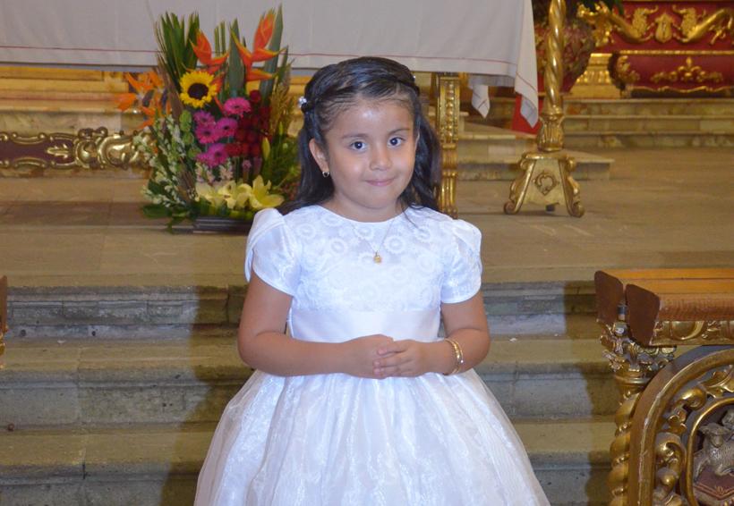 Vania es bautizada