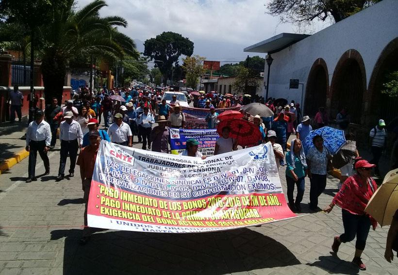 Ante la presión de la S-22 los jubilados cobrarán el seguro | El Imparcial de Oaxaca