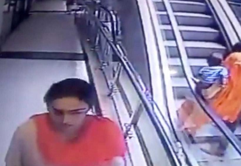 Video: Mujer pierde equilibrio al subir por escalera eléctrica y su bebé cae tres pisos | El Imparcial de Oaxaca