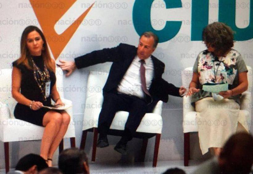 Meade casi cae de una silla y la red responde con memes nuevamente   El Imparcial de Oaxaca