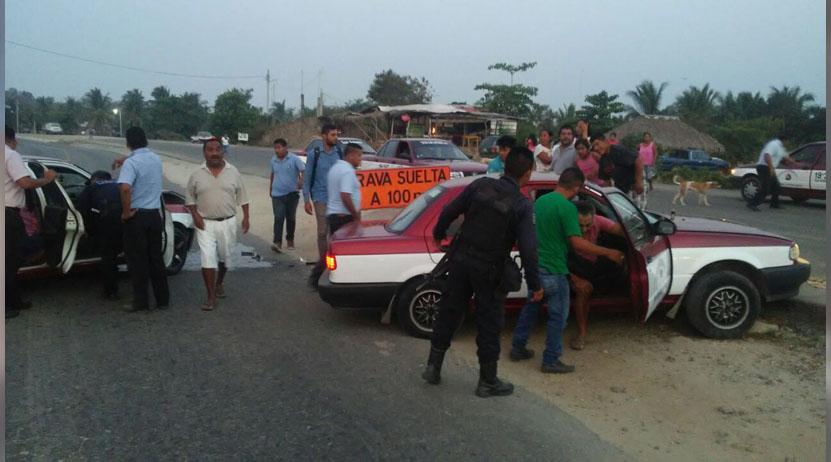 Se impactan taxis en la costa de Oaxaca | El Imparcial de Oaxaca