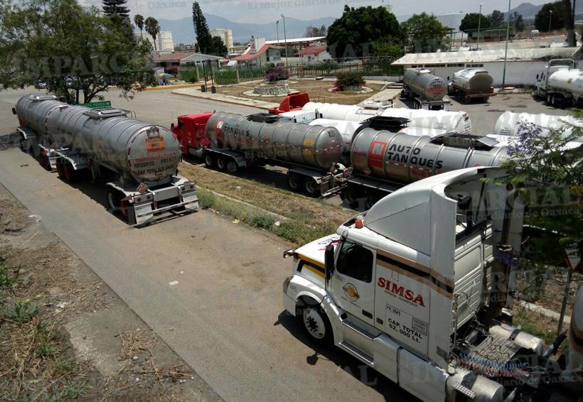 Video: Piperos denuncian robo de combustible en Pemex Oaxaca   El Imparcial de Oaxaca
