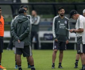 'El Tri' ya entrena en Los Angeles para enfrentar a Gales