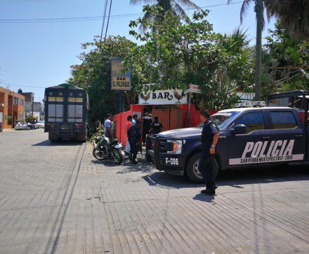 Vecinos del centro aplauden  clausura del bar Palenque en Puerto Escondido