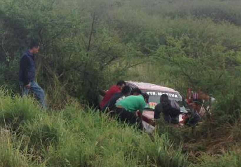 Vuelca taxi en Etla, Oaxaca. Noticias en tiempo real