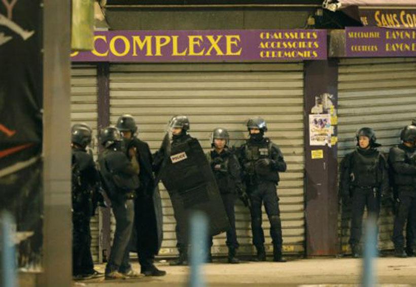 Hombre toma a dos ciudadanos como rehenes en París | El Imparcial de Oaxaca
