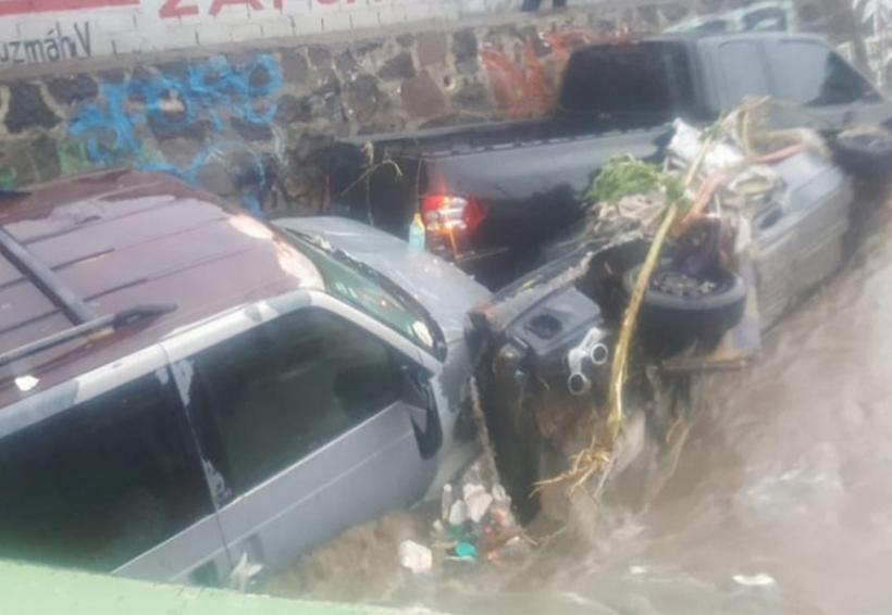 Tormenta inunda Jalisco; personas salen nadando del tren ligero | El Imparcial de Oaxaca