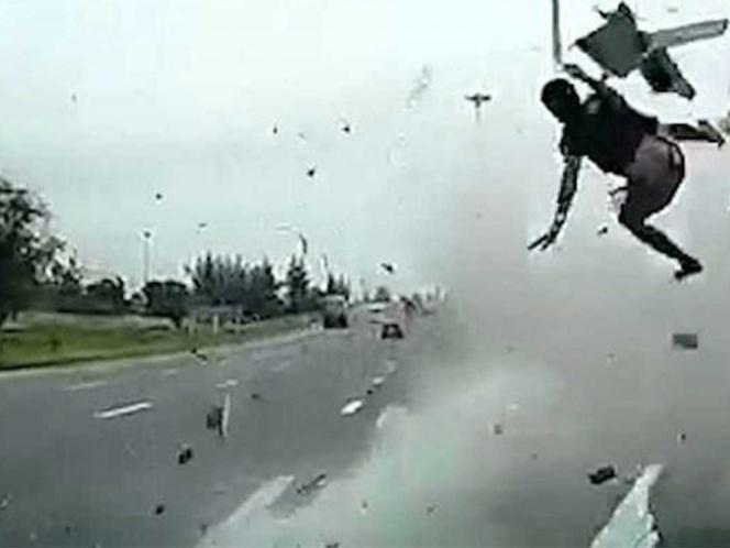 Video: Muere conductor al salir disparado por no usar cinturón de seguridad | El Imparcial de Oaxaca