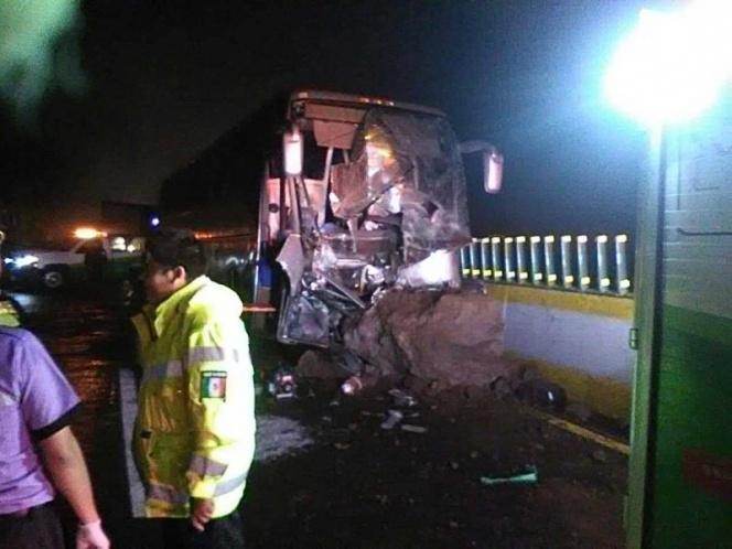 Alud cae sobre autobús y mata a maestro; cinco personas más lesionadas. Noticias en tiempo real