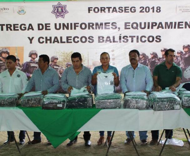 Se equipa la policía municipal de la Costa en Oaxaca