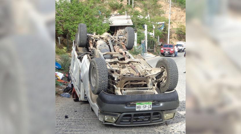 Vuelca camioneta en el puerto de Salina Cruz | El Imparcial de Oaxaca