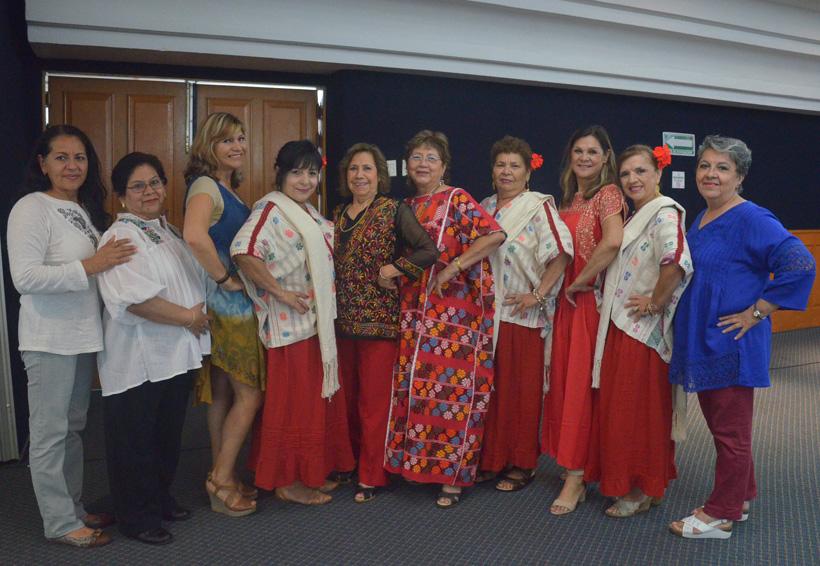 Congresistas voluntarias disfrutan de noche de gala de la Guelaguetza | El Imparcial de Oaxaca