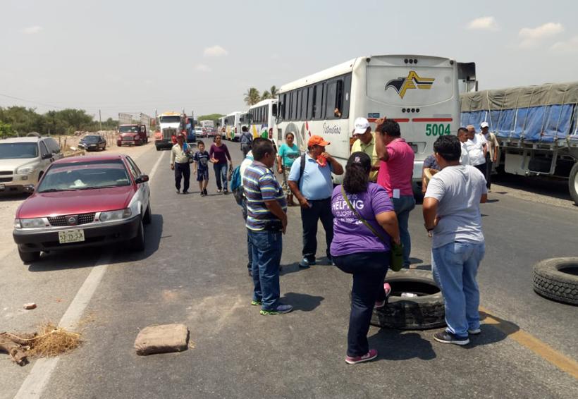 Afecta bloqueo a empresas  camioneras del Istmo | El Imparcial de Oaxaca