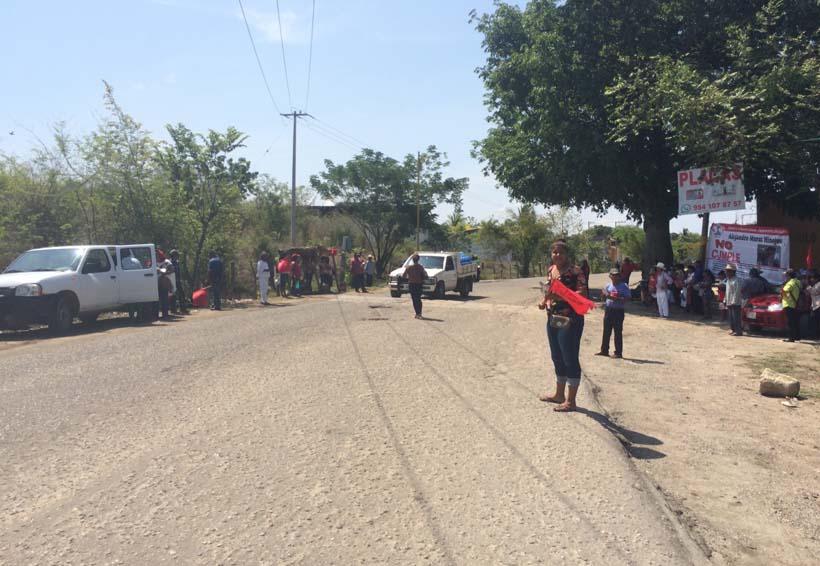 Antorchistas vuelven a bloquear en la Costa, exigen obras | El Imparcial de Oaxaca
