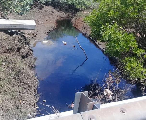 Atiende derrame en canal pluvial en Salina Cruz, Oaxaca