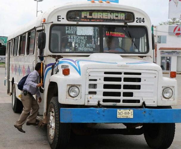 Denuncian en la Costa las unidades de transporte obsoletas