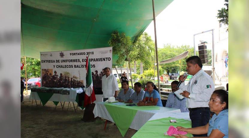 Equipan a la Policía  Municipal de Mixtepec | El Imparcial de Oaxaca