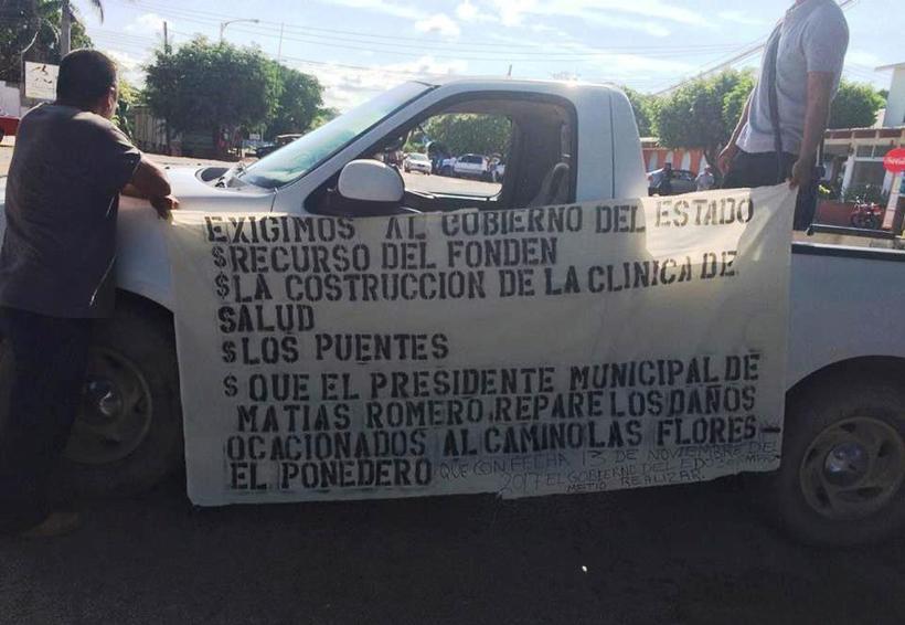 En el Istmo demandan obras con  bloqueo carretero | El Imparcial de Oaxaca