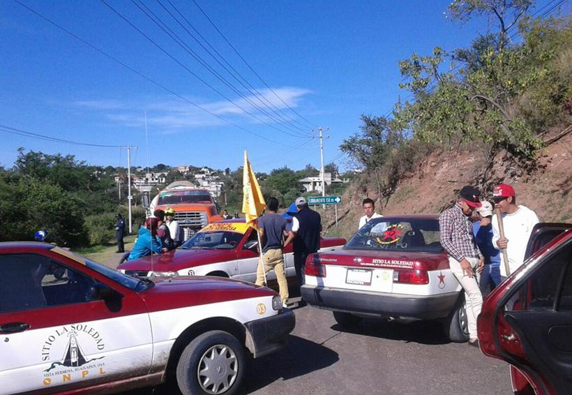 En la Mixteca se divide sitio de taxis  por conflictos internos