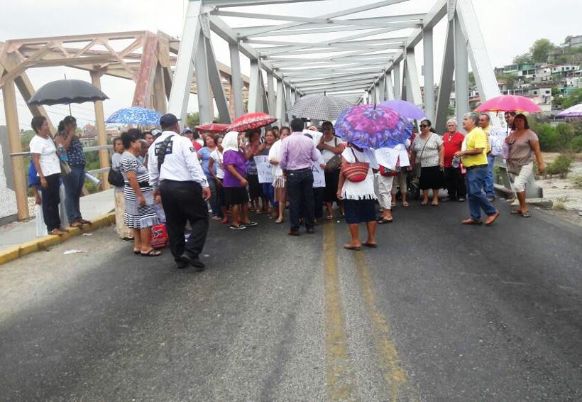 Habitantes del Istmo bloquean; demandan agua | El Imparcial de Oaxaca