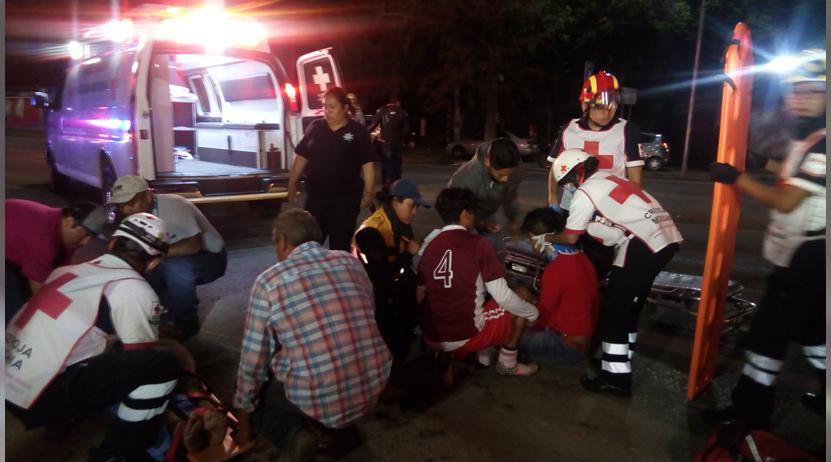 Jóvenes se accidenta en motocicleta y viven para contarlo, ocurrió en avenida Símbolos Patrios | El Imparcial de Oaxaca