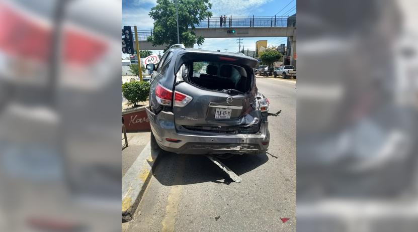 Imprudente impacta camioneta de joven en Santa Rosa Panzacola, Oaxaca | El Imparcial de Oaxaca