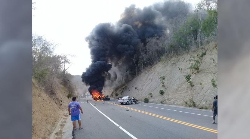 Aparatoso accidente automovilístico en Huatulco | El Imparcial de Oaxaca