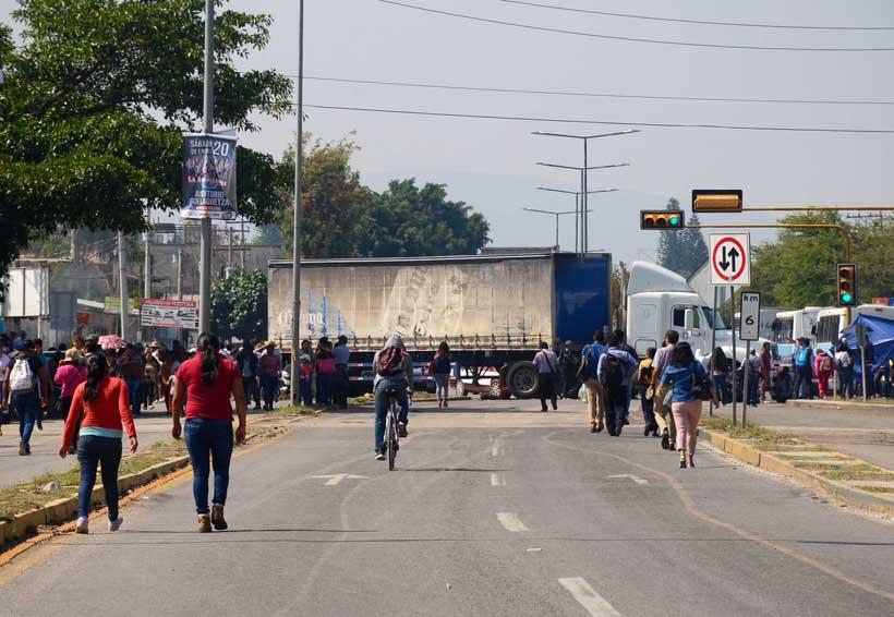 Pega Sección 22 a diversos  sectores productivos  de Oaxaca