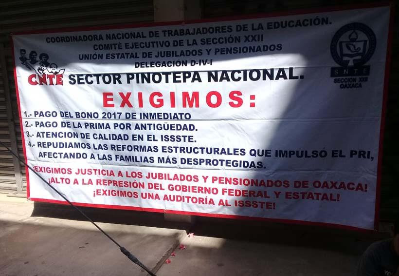 Pensionados  de Pinotepa Nacional exigen pago  de prima de antigüedad | El Imparcial de Oaxaca