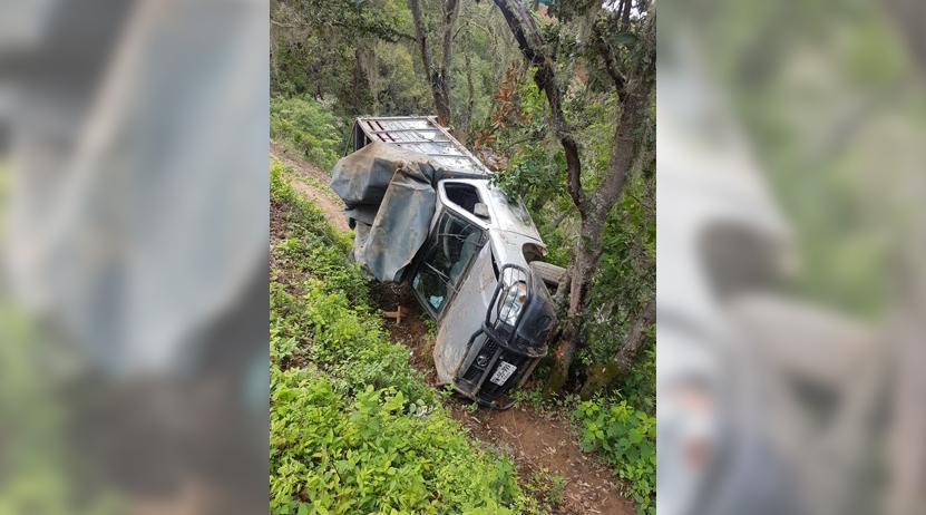 Cae con su camioneta al barranco en Tlacolula, Oaxaca | El Imparcial de Oaxaca