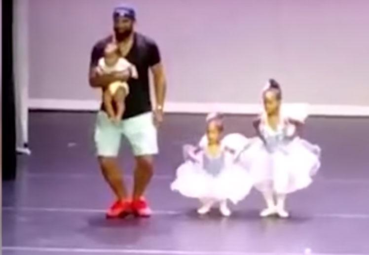 Video: Papá participa en recital junto a su pequeña hija | El Imparcial de Oaxaca