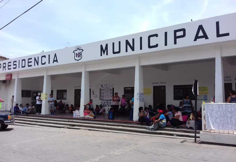 Vecinos molestos toman palacio  municipal de San José del Chilar   El Imparcial de Oaxaca