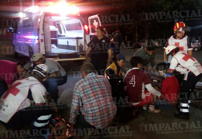 Pareja en moto sufre accidente en la Reforma Agraria, Oaxaca; graves ambos   El Imparcial de Oaxaca