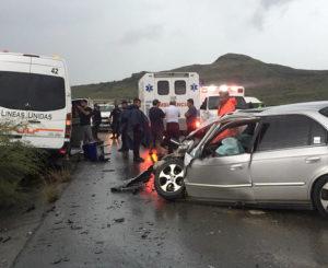 Chocan Urvan y auto: 10 lesionados