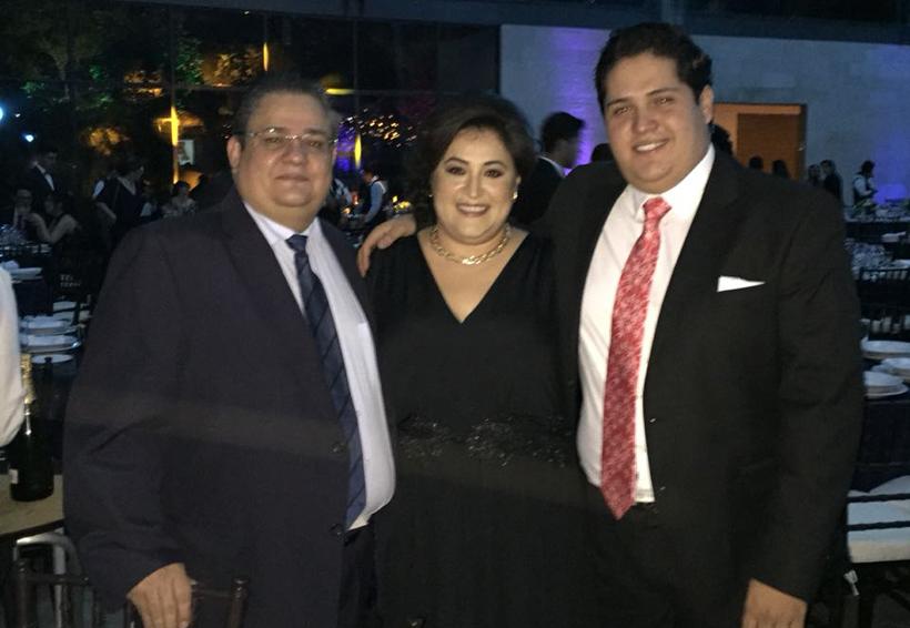 Carlos Armando se gradúa