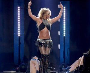 Vestuario pone en aprietos a Britney Spears