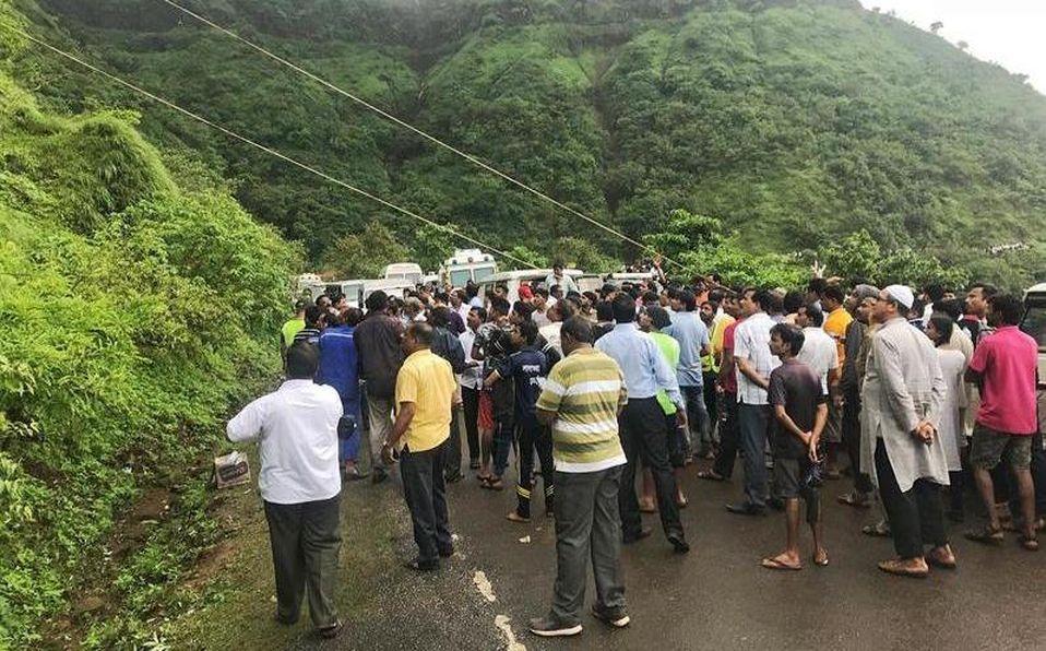 India: Al menos 30 muertos tras caer autobús por barranco | El Imparcial de Oaxaca