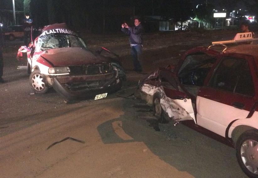 Encontronazo de taxis foráneos en Santiaguito, Etla, Oaxaca | El Imparcial de Oaxaca