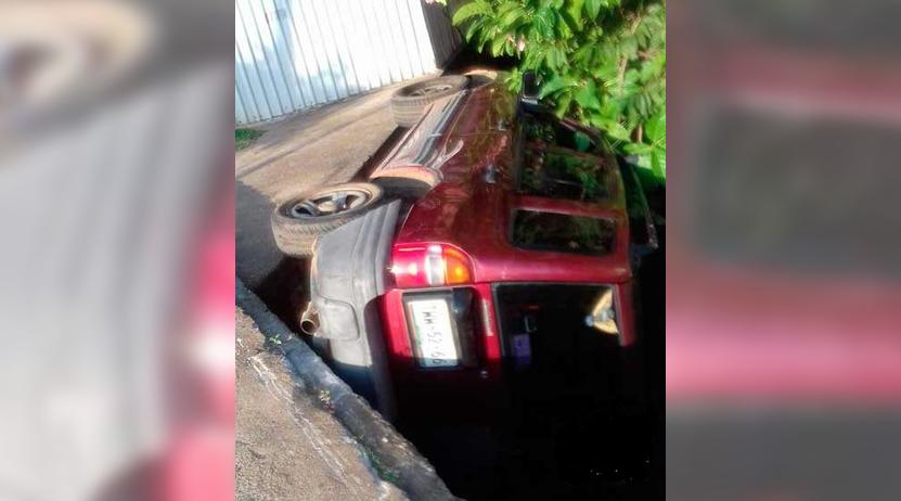 Ebria pareja sufre aparatosa volcadura en una camioneta en Oaxaca | El Imparcial de Oaxaca