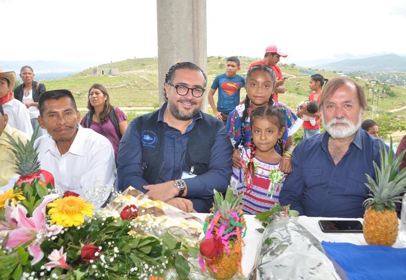 Asiste Epigmenio Ibarra a clausura en primaria en la Vicente Guerrero | El Imparcial de Oaxaca