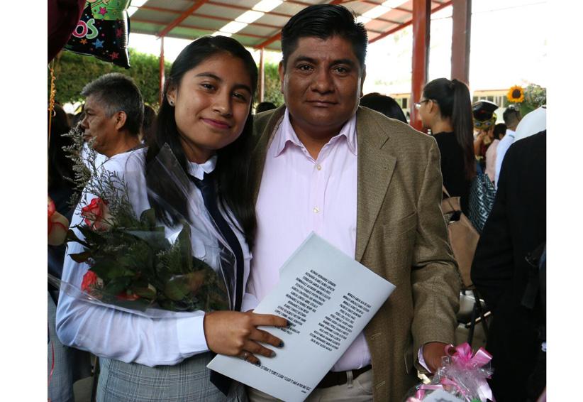 Abril Citlali festeja su graduación | El Imparcial de Oaxaca