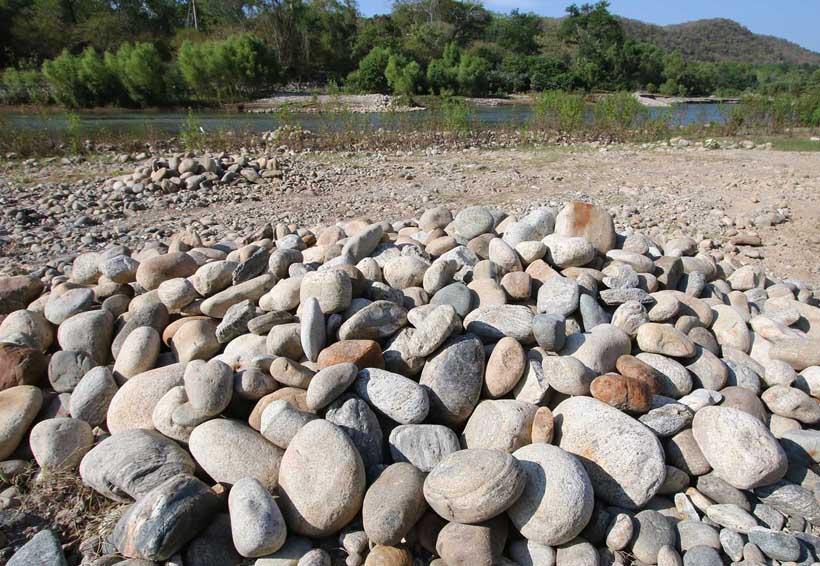 Buscan  regularizar suministro  de materiales pétreos en Santa María Tonameca | El Imparcial de Oaxaca
