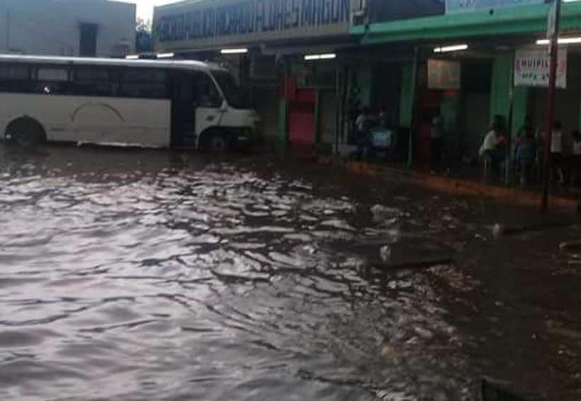 Torrencial aguacero cae en Tuxtepec  y deja sin agua a varias colonias