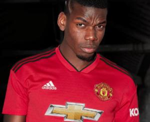 El Manchester presume su nuevo uniforme