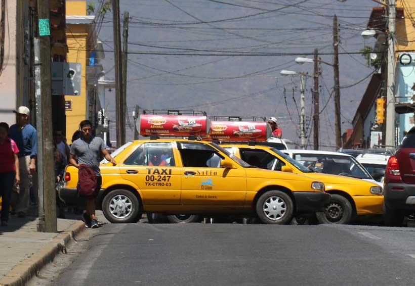 Denuncian en Oaxaca cobros  excesivos en taxis
