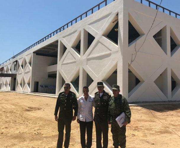 Supervisan Cienfuegos y Murat, construcción de hospital en Juchitán