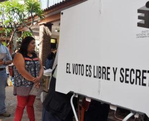 Entregan dos constancias de mayoría en Ixhuatán