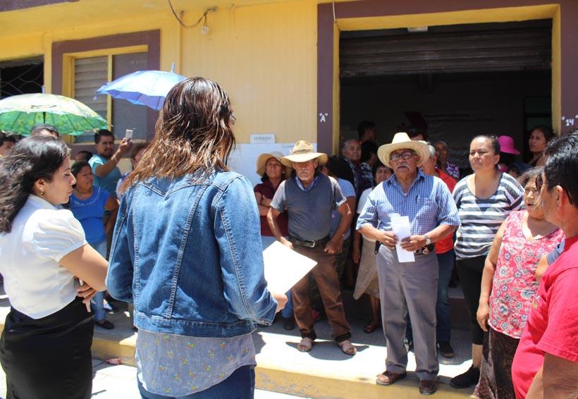 En Santiago Huajolotitlán pretendían  quemar boletas