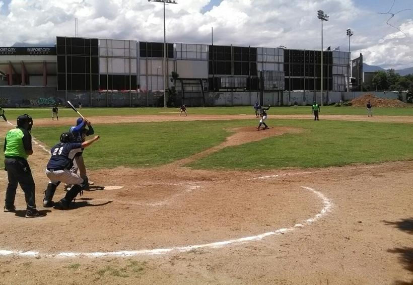 Continúa beisbol en la ciudad de Oaxaca
