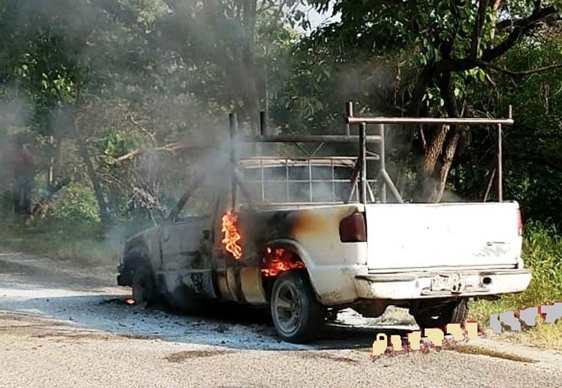 Arde camioneta  por falla mecánica   El Imparcial de Oaxaca